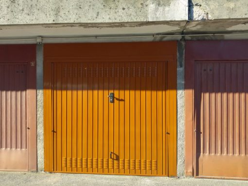 BASCULA IN LAMIERA RAL 8003 POSATA A CANTU'